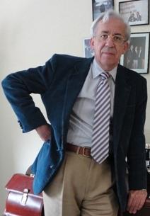 Miguel Ángel García Fernández, en su despacho de la Facultad de Medicina de la Universidad Complutense de Madrid.