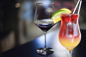 El origen de la miocardiopatía alcohólica se debe a un consumo habitual y excesivo de alcohol.